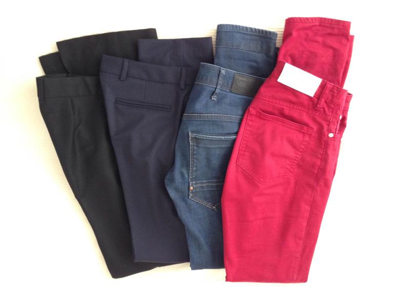 Två par kostymbyxor och två par jeans. Behövs fler byxor än så? :)